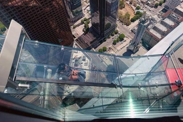 Смотровая площадка Skyspace и стеклянная горка Skyslide